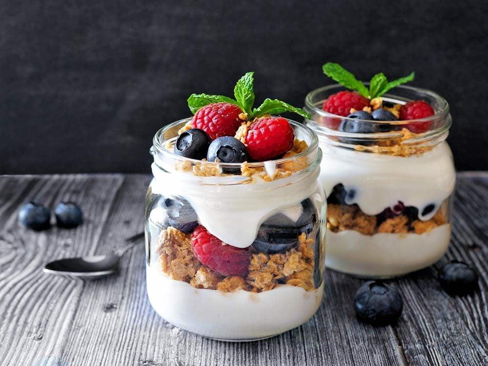 Yogurt parfait in mason jar