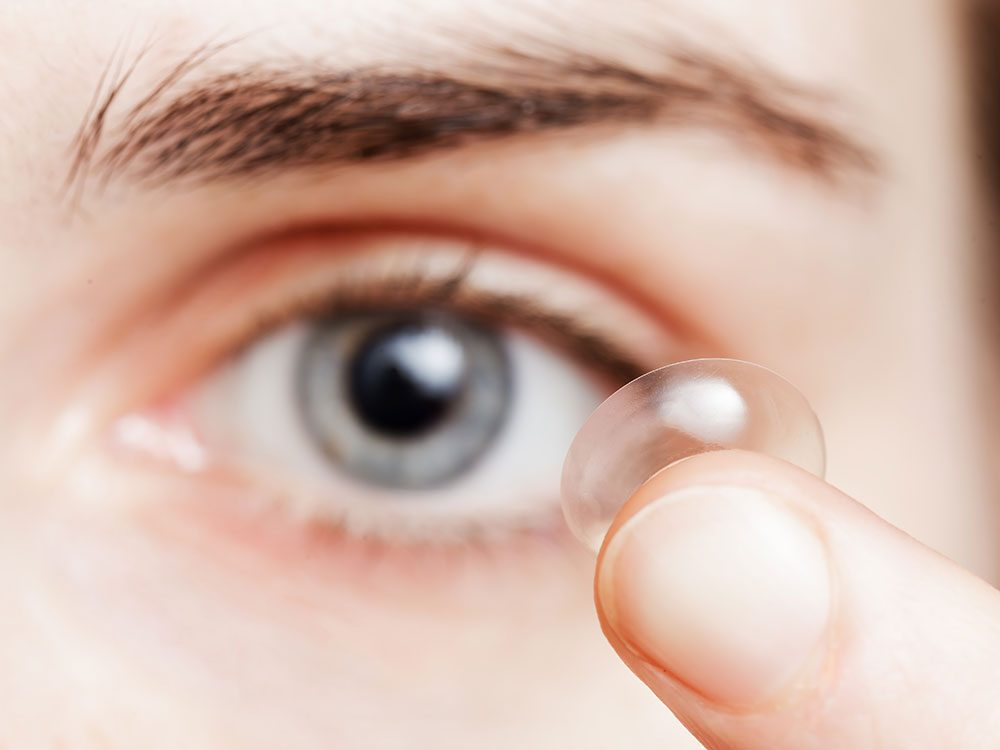 Contact lenses can cause itchy eyes