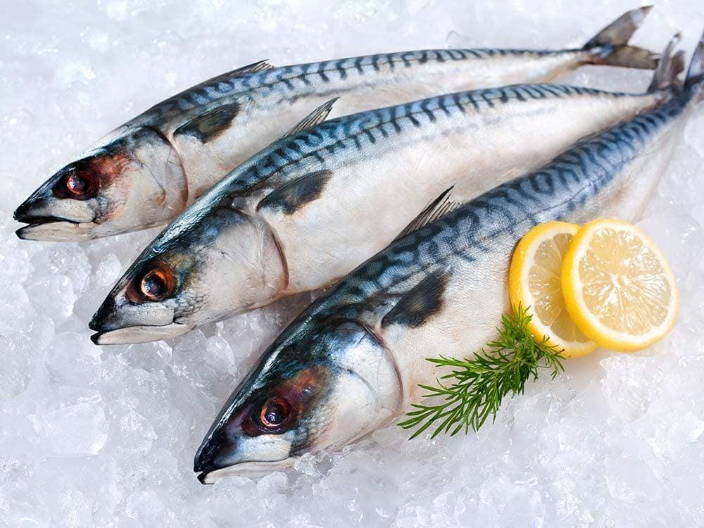 Fish on ice with lemon