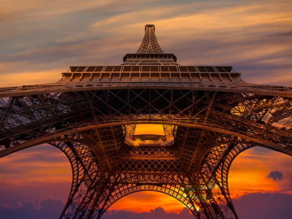 19 mind blowing eiffel tower facts you 39 ll wish you knew sooner for Apartment in the eiffel tower