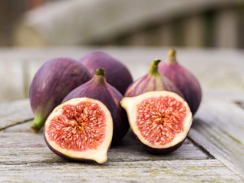 Figs sliced in half