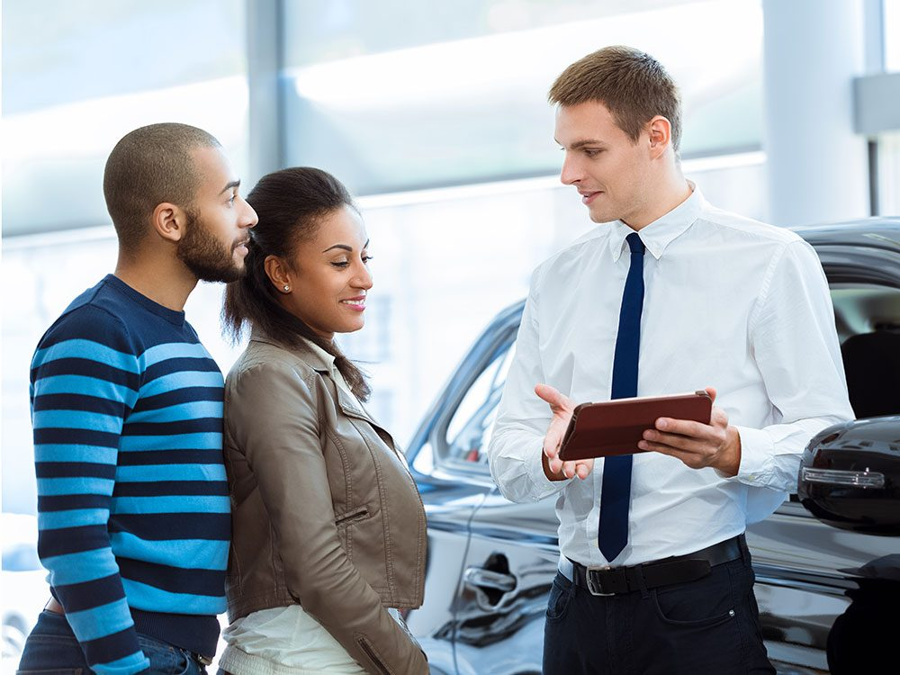 How much money do car dealers make on the sale of a new car?
