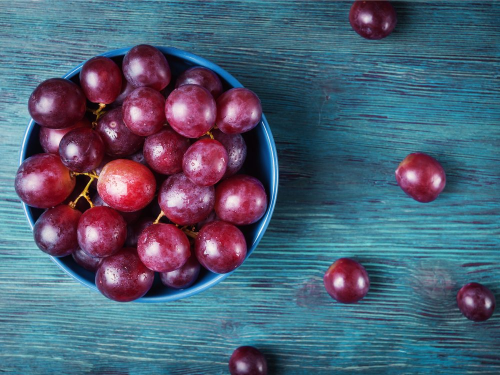 eat-red-grapes