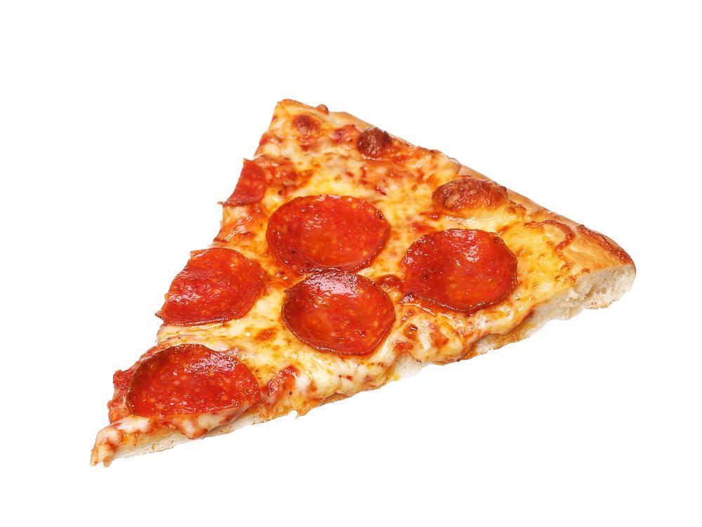 pizza-slice-at-deli-counter