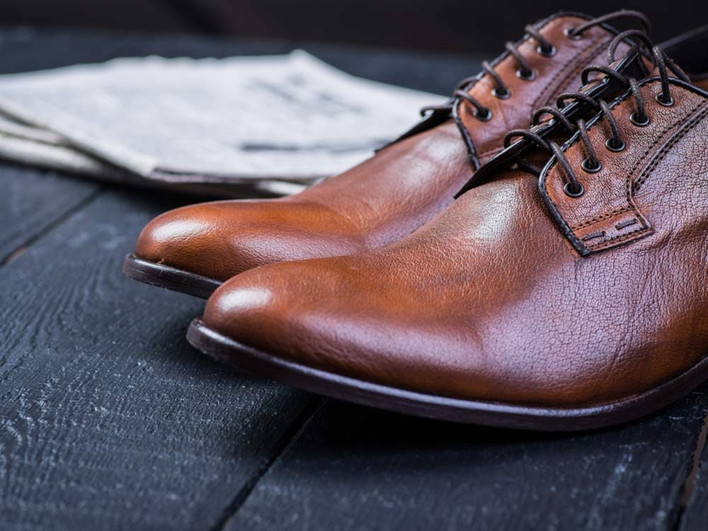Use coconut oil to make leather shine