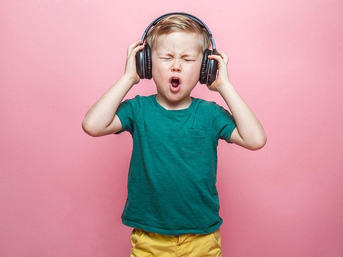 Mom's advice on avoiding noise-induced hearing loss - kid with earphones