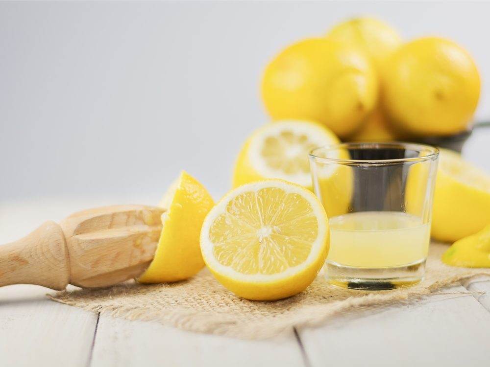 A natural gargle sore threat remedy is lemon water