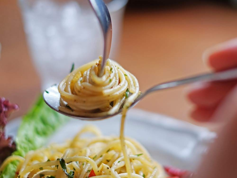 Eating Etiquette in Europe – TravelingMovesMe  |Eating Etiquette