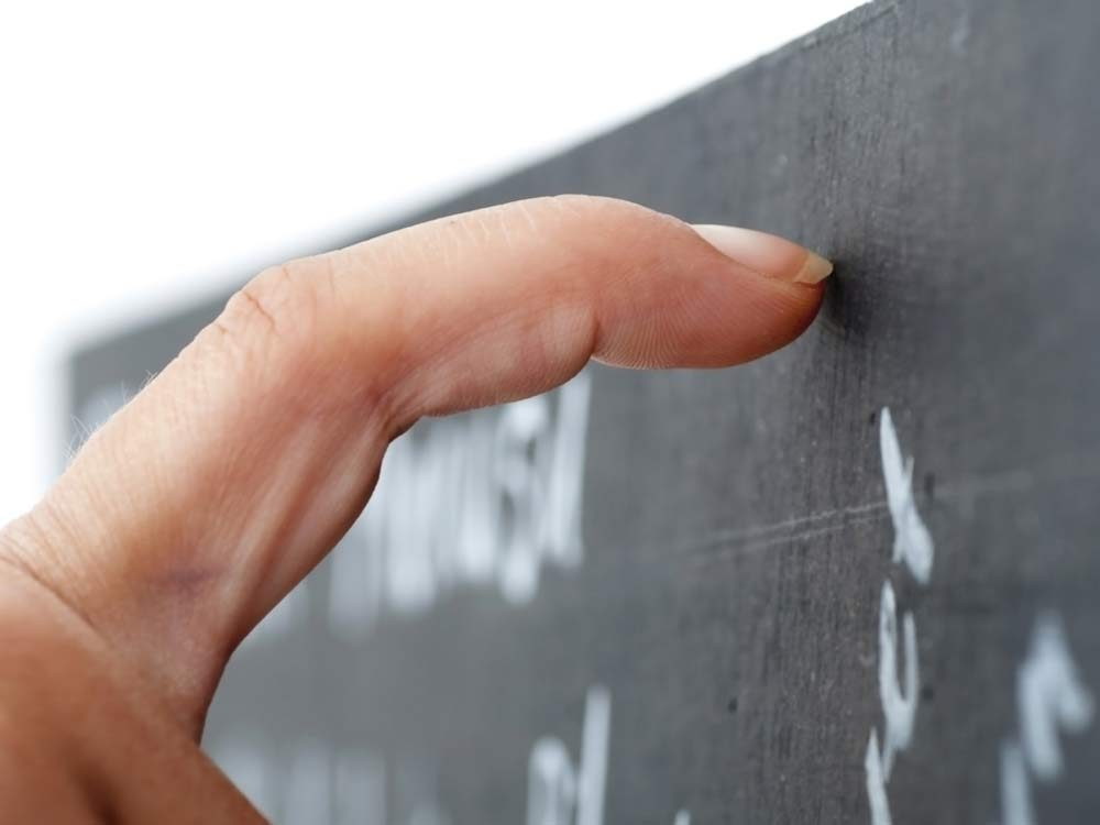 "Pet peeve: ""I HATE the screech of nails on a chalkboard!"""