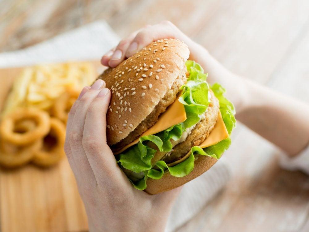 Manger vite peut te faire péter