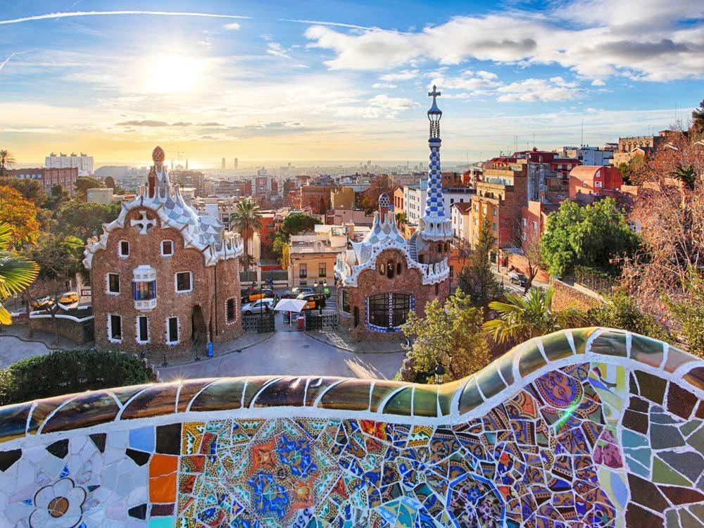 Les voyageurs qui souhaitent être en tendance sans vider leur compte en banque devraient considérer le paradis de la bonne bouffe (et des bons verres!) qu'est Barcelone.
