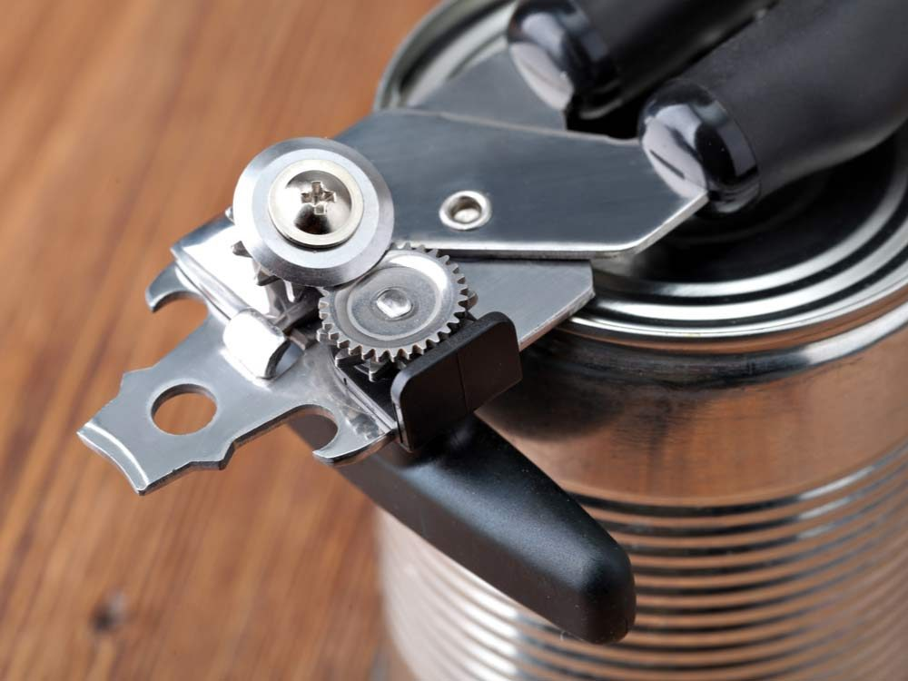 Metal can opener