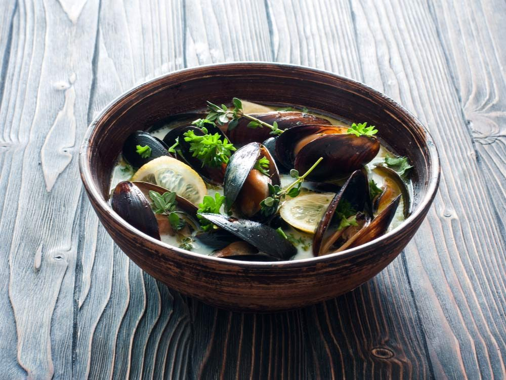 Broth with mussels