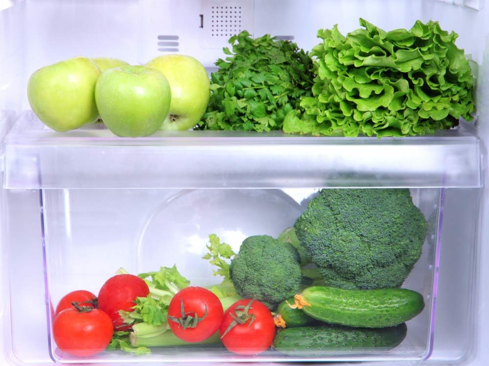 Refrigerator vegetable drawer