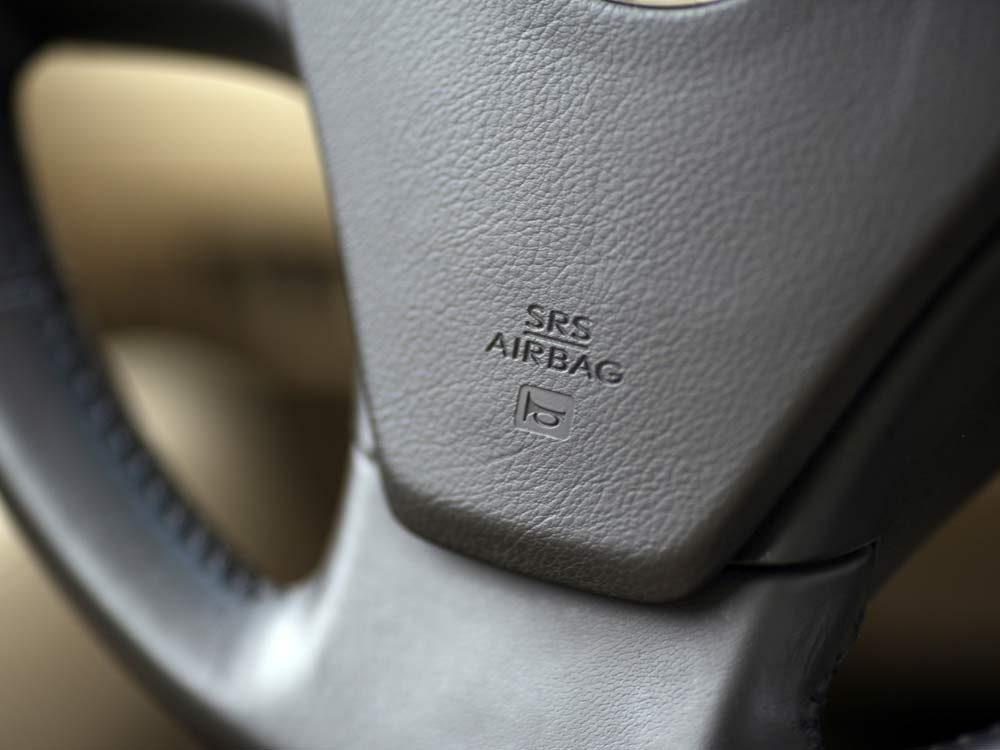 Airbag in steering wheel