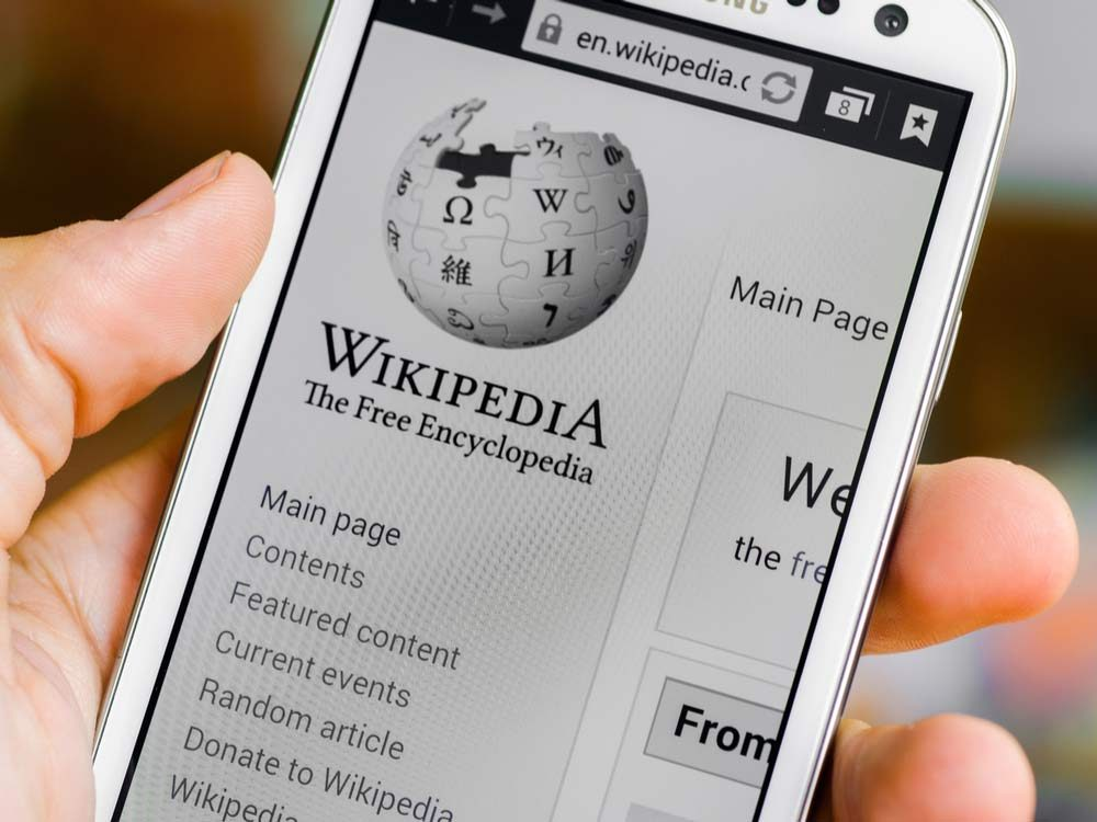 Wikipedia page on smartphone