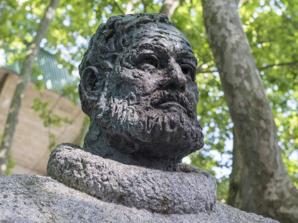 Statue of Ernest Hemingway