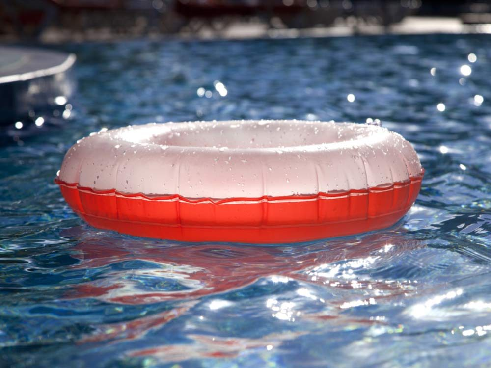 Floating pool tube