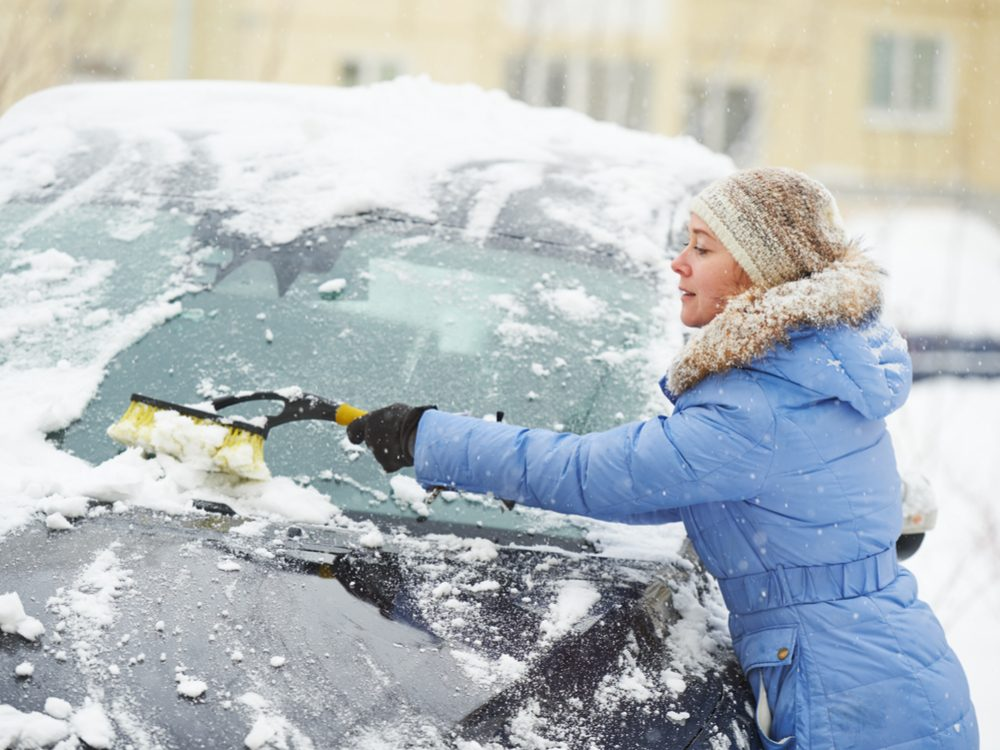 How to remove snow from your car quickly