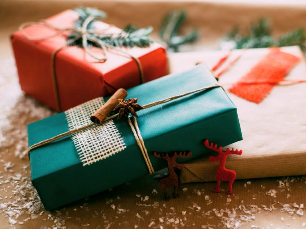 royal-family-holiday-traditions-light-gifts
