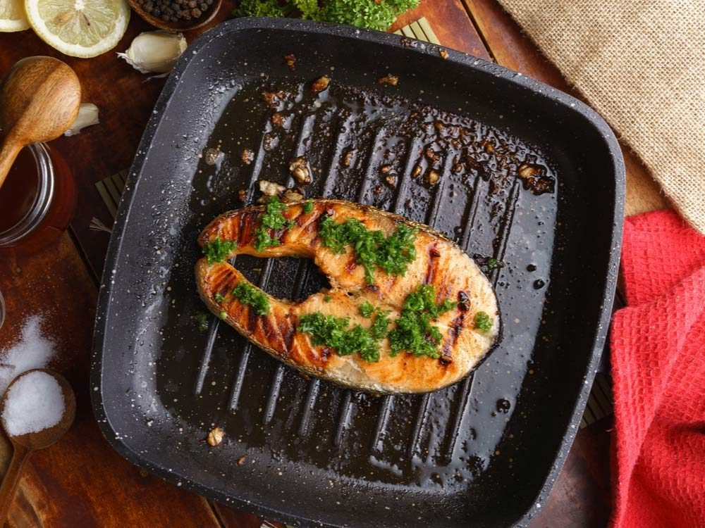 Grilled salmon with parsley topping