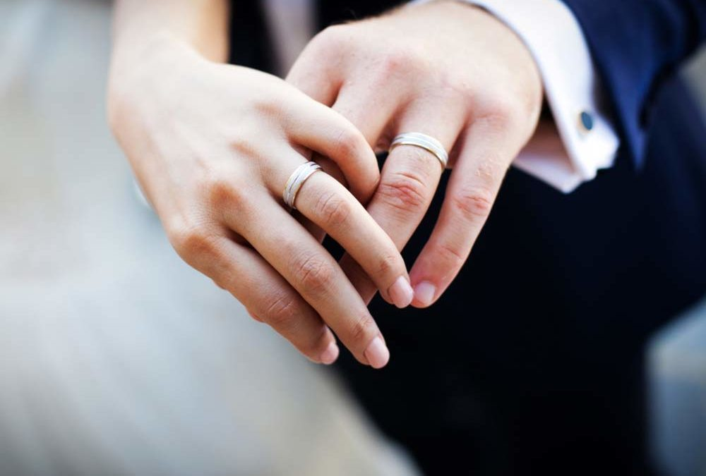 How To Wear Wedding Rings.Why We Wear Wedding Rings On The Ring Finger Reader S Digest