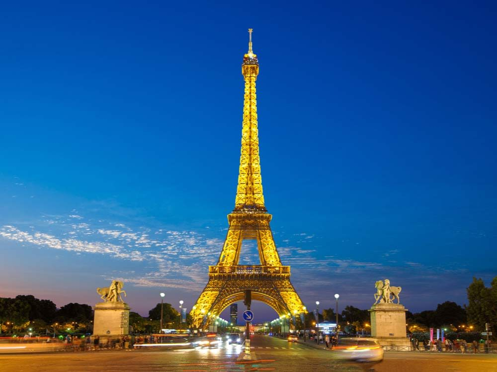 why-taking-photos-of-the-eiffel-tower-at-night-is-illegal