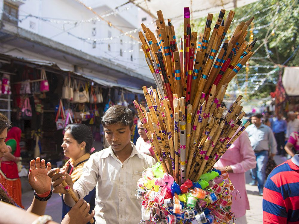 Canadians travelling to India should know how to deal with street vendors