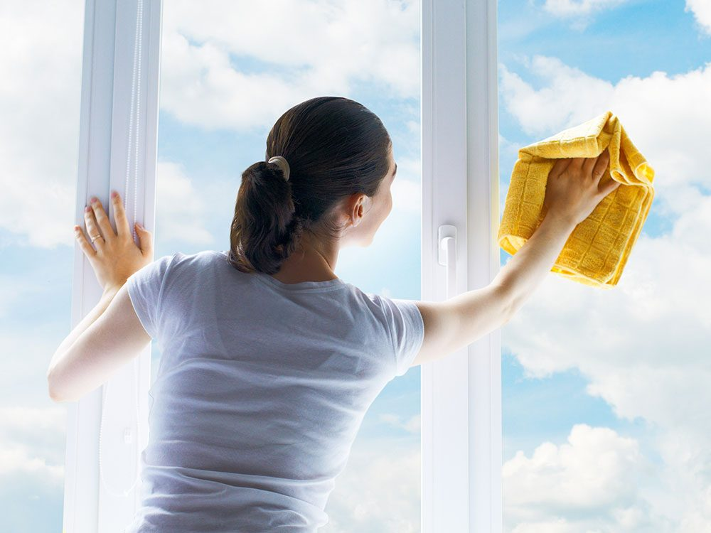 House cleaning hacks: Washing windows