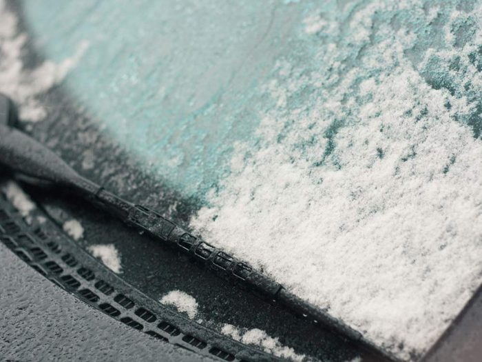 How to defrost your windshield