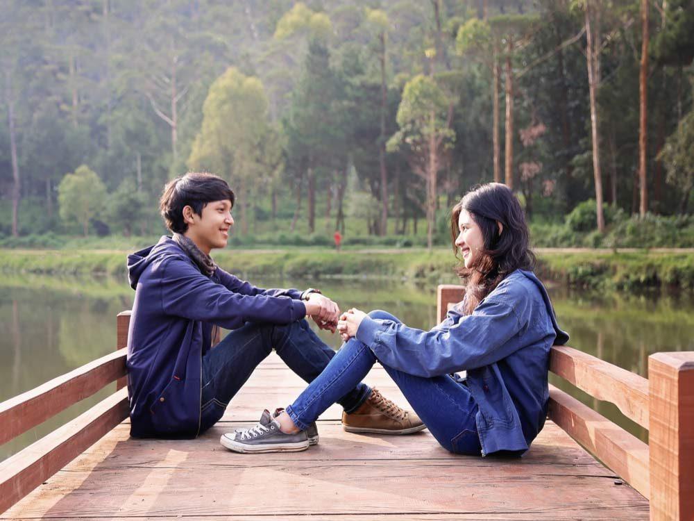 First date between teenagers