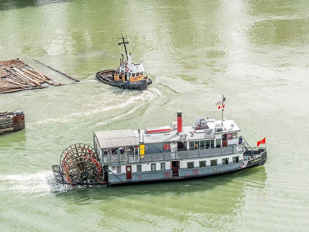 Padwheeler ship