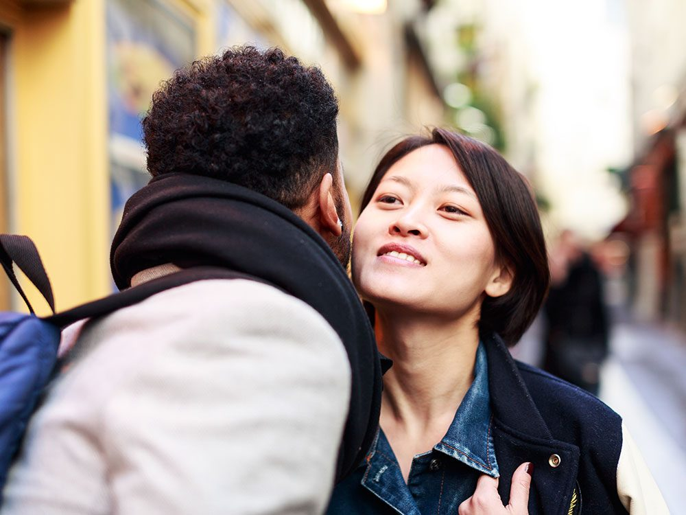 How to greet someone in France