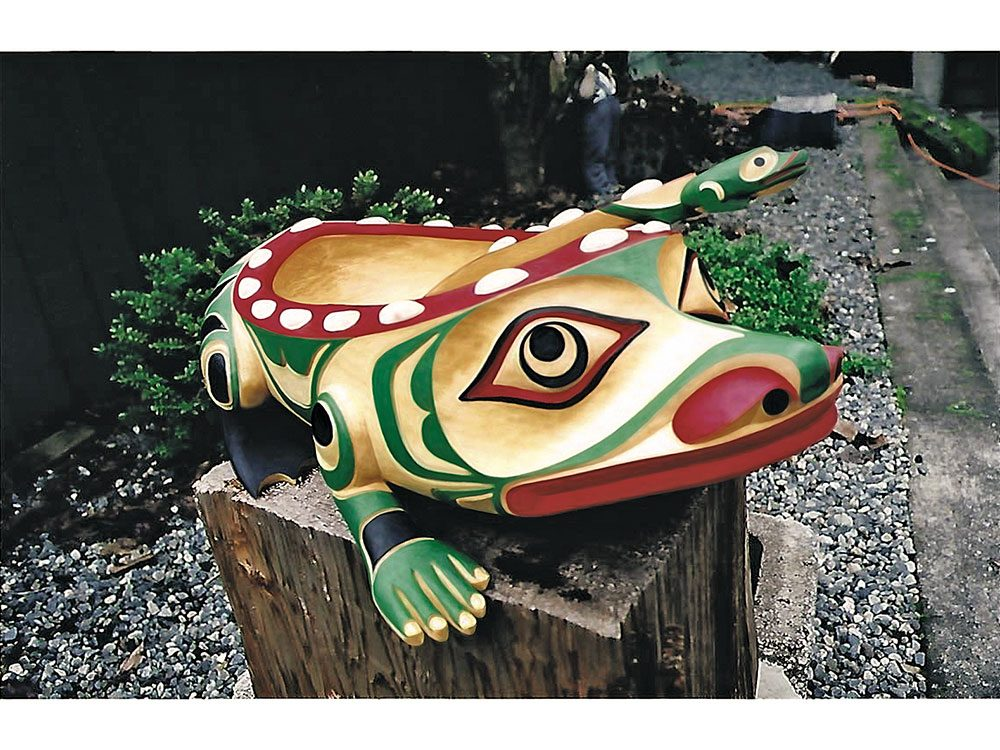 The Frog wood statue