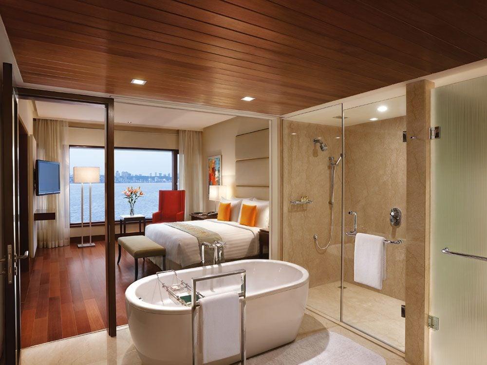 Executive suite bathroom at The Oberoi Mumbai