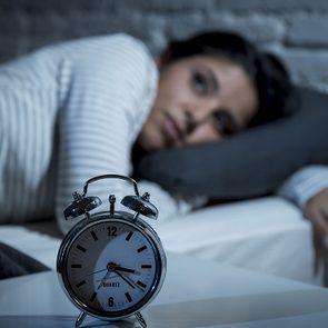 natural ways to fall asleep without sleeping pills - woman can't sleep