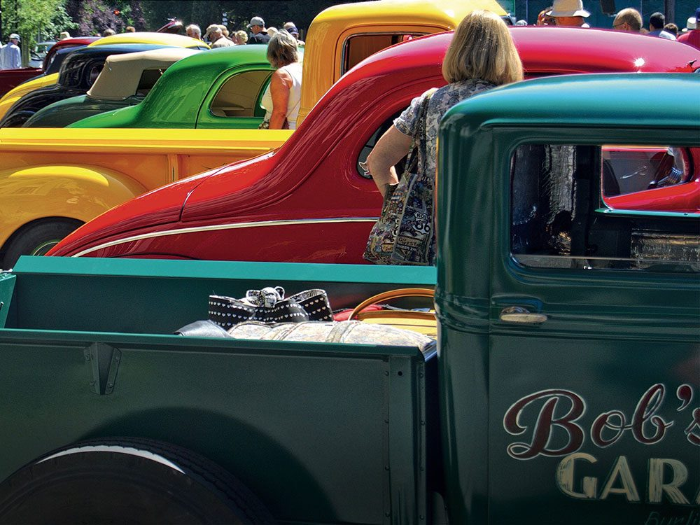Classic cars on Oak Bay Avenue