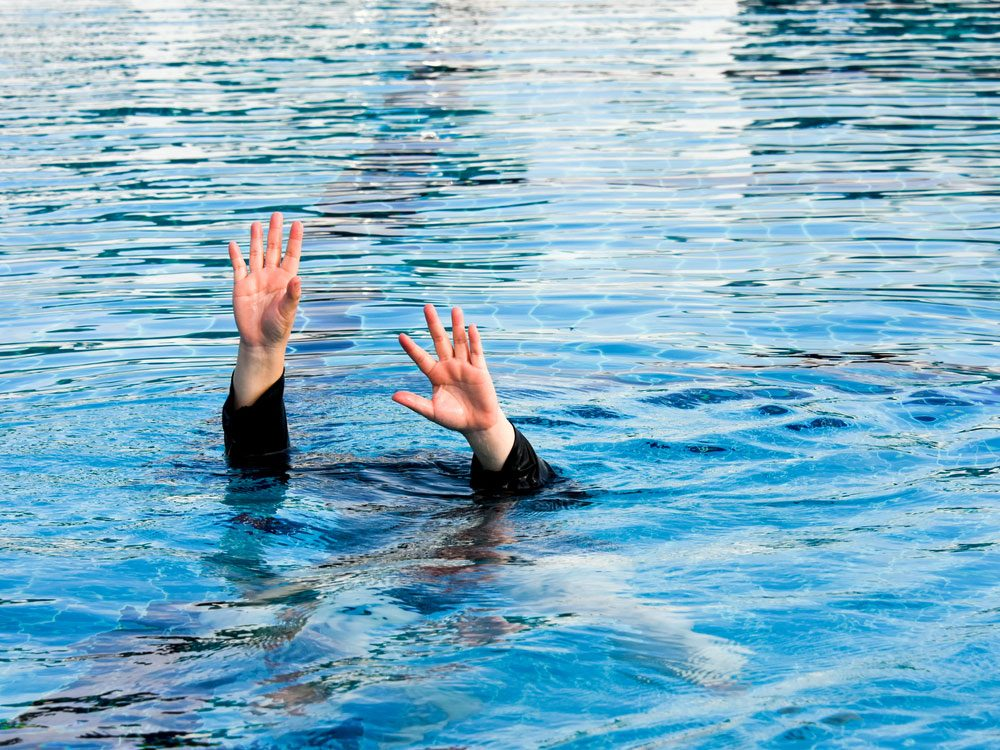 Woman drowning in public pool