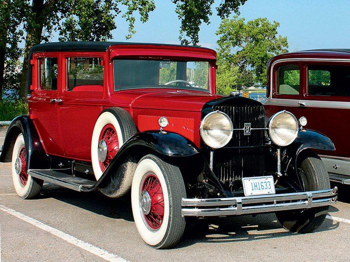 1930 Cadillac V8 club sedan