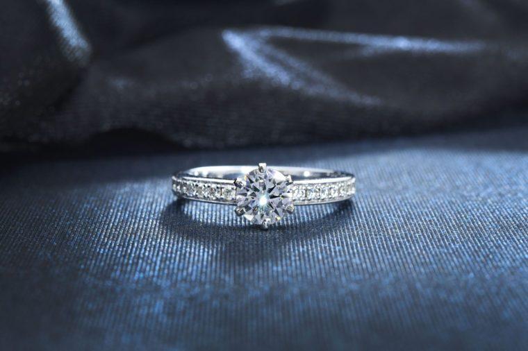 Mechanics found a diamond ring in a car