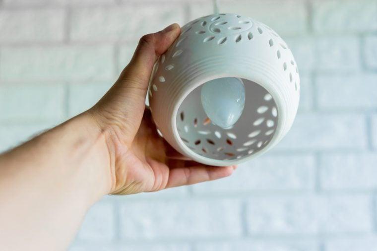 Light bulb fixture