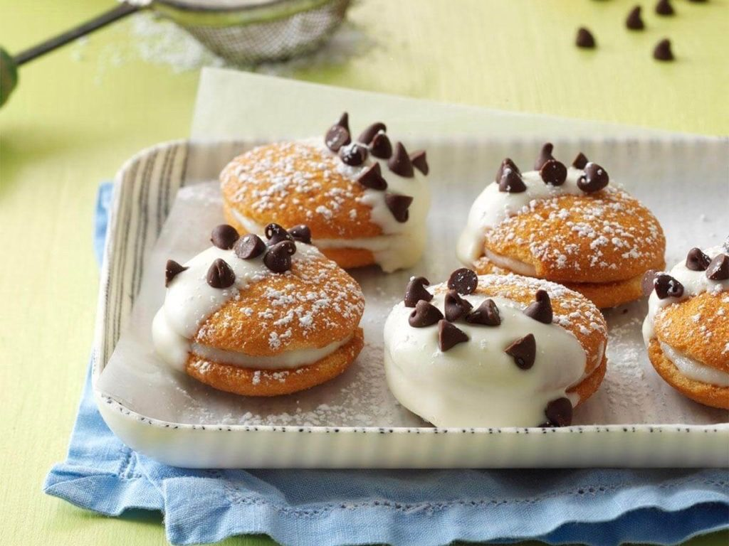 Cannoli wafer sandwiches