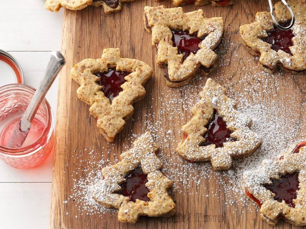 Chocolate-strawberry pretzel cookies