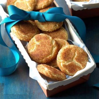 Cinnamon Sugar Crackle Cookies