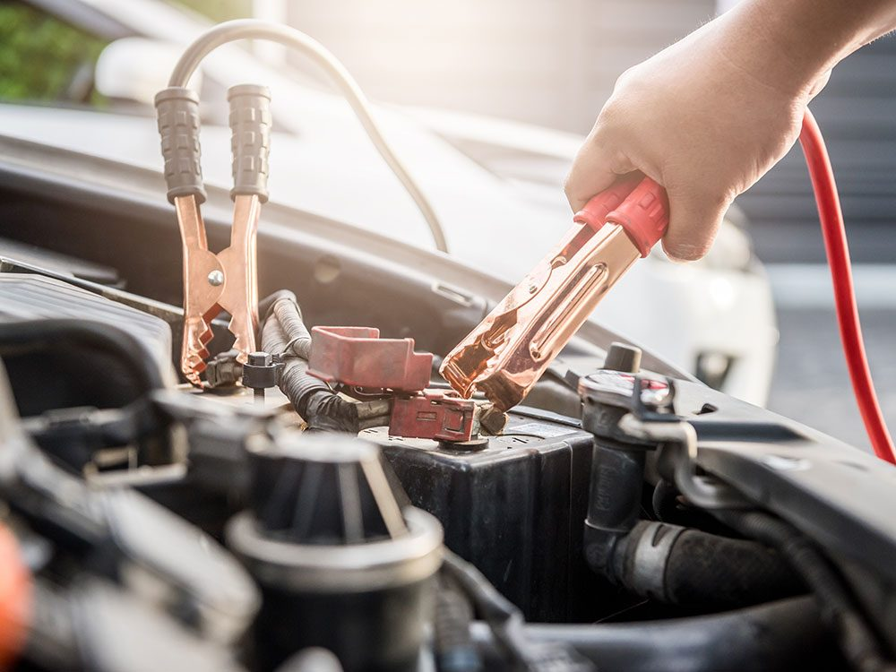 How To Start A Car With A Dead Battery >> Dead Car Battery How To Charge A Car Battery Quickly