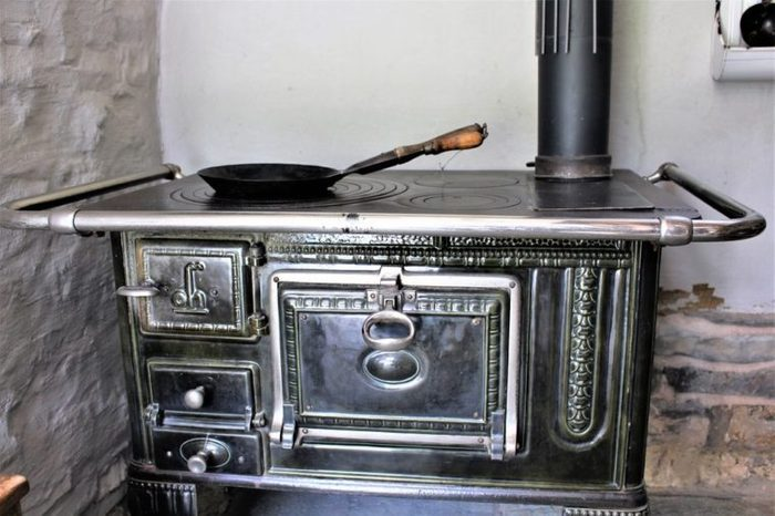 An image of a vintage stove - kitchen