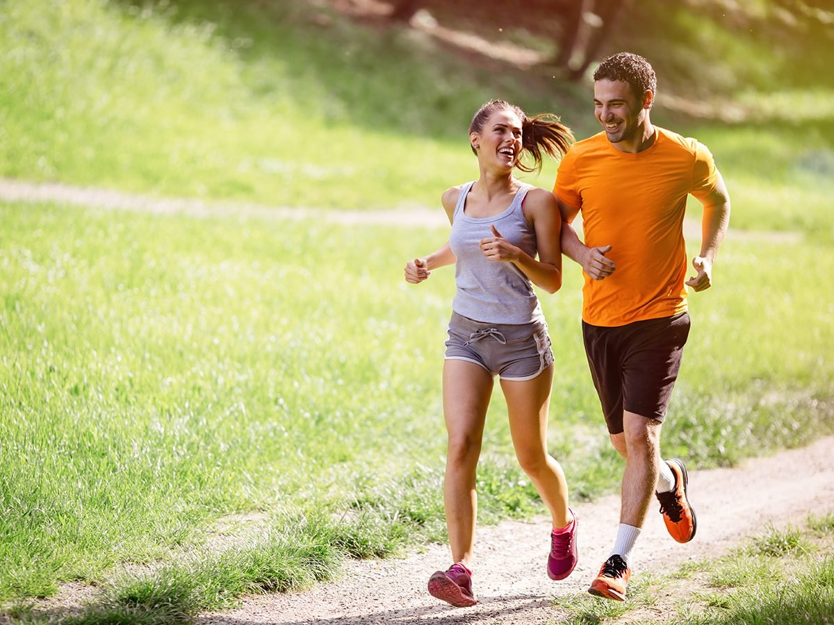 Best Reader's Digest jokes of all time - couple jogging