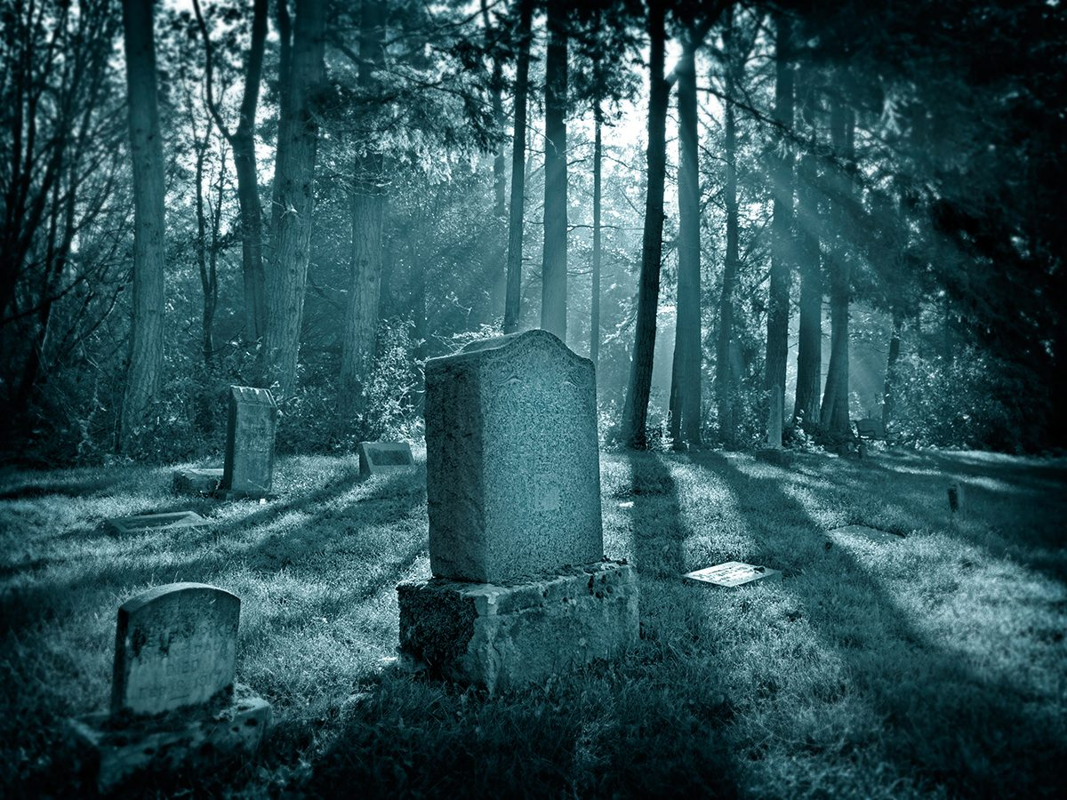 Best Reader's Digest jokes of all time - spooky cemetery