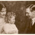 25+ Rarely Seen Photos of Queen Elizabeth with Her Father, King George VI