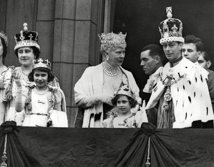 Historical Collection 86 Scene On the Balcony of Buckingham Palace London After the Coronation of King George Vi 12 May 1937 Showing From Left to Right Queen Elizabeth (later the Queen Mother) Princess Elizabeth (later Queen Elizabeth Ii) Queen Mary Princess Margaret and King George 1937